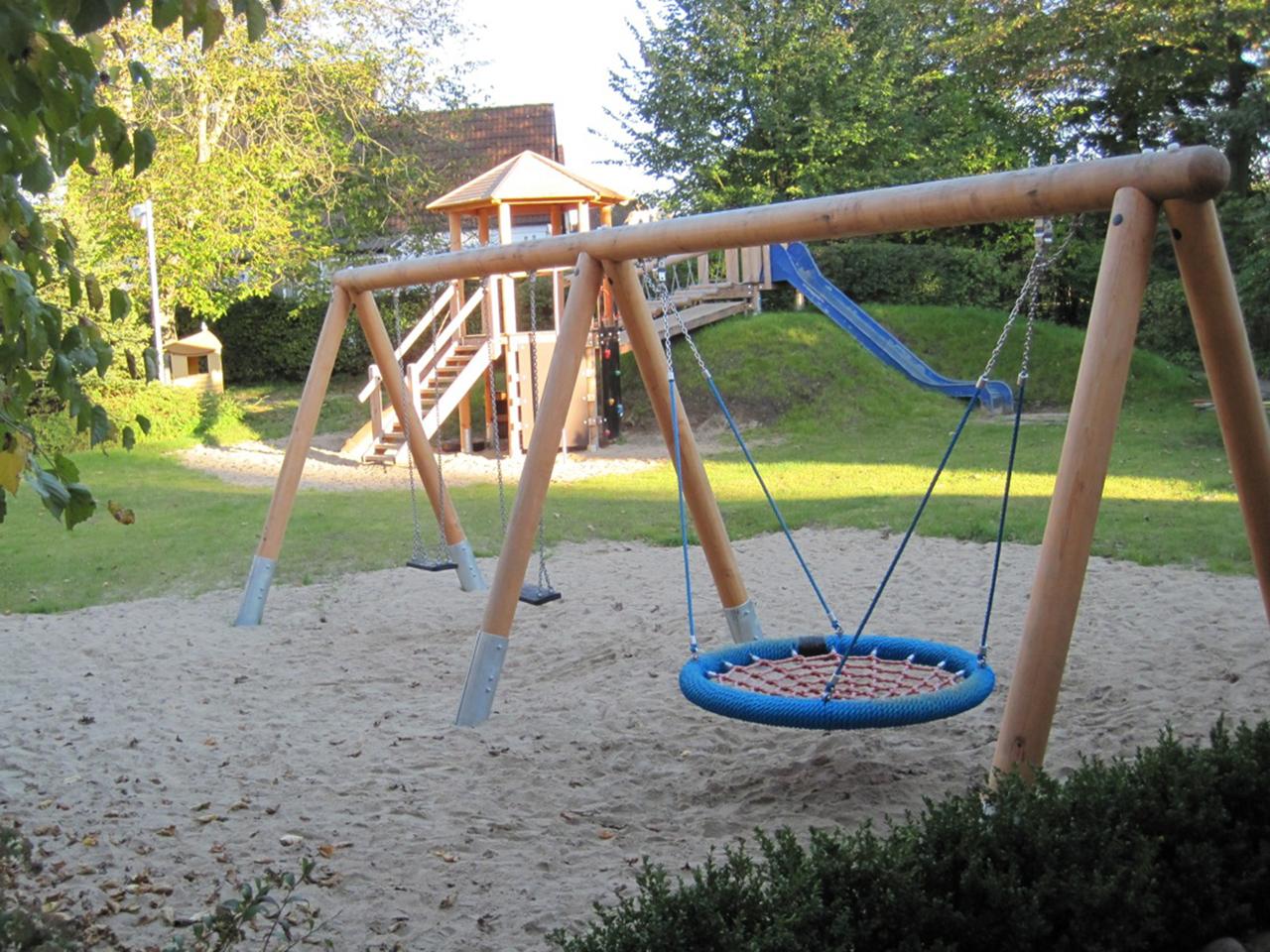 Mo-KindergartenSpielplatz1-10-2011